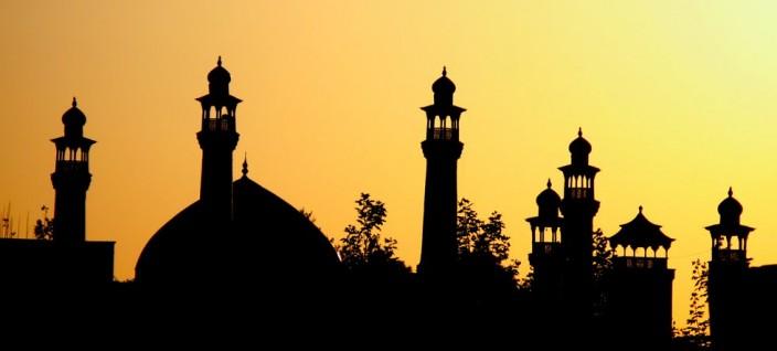 http://www.darussalaf.or.id/wp-content/uploads/2013/01/masjid-bayangan-704x318.jpg